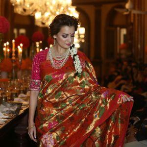 1427740266_dia-mirza-walks-ramp-gaurang-shahs-fashion-show-noor