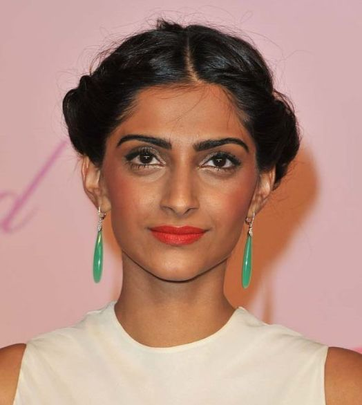 Bollywood+Actresses+Bad+Makeup+Pics-compressed