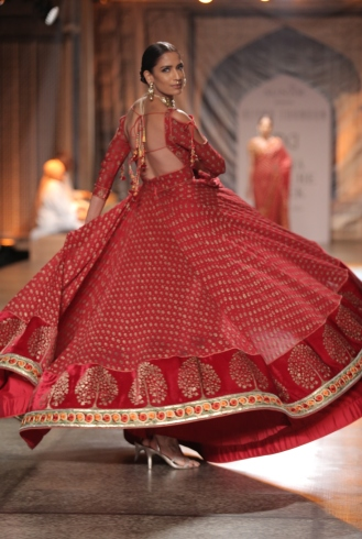 KAMANGIRI By Reynu Taandon In Association with SUNAR @ India Couture Week 16 (11)