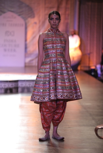 KAMANGIRI By Reynu Taandon In Association with SUNAR @ India Couture Week 16 (2)