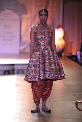 KAMANGIRI By Reynu Taandon In Association with SUNAR @ India Couture Week 16 (2)