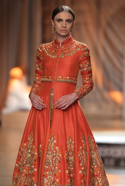 KAMANGIRI By Reynu Taandon In Association with SUNAR @ India Couture Week 16 (22)