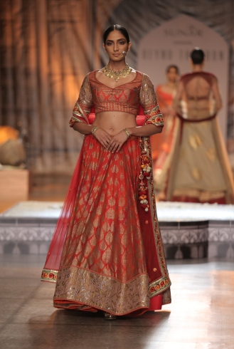 KAMANGIRI By Reynu Taandon In Association with SUNAR @ India Couture Week 16 (9)